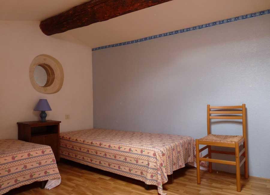Gîte 6 personnes - Grande chambre avec deux lits simples